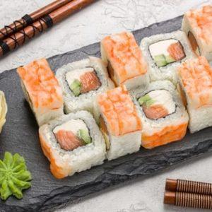 Ролл с лососем и креветкой